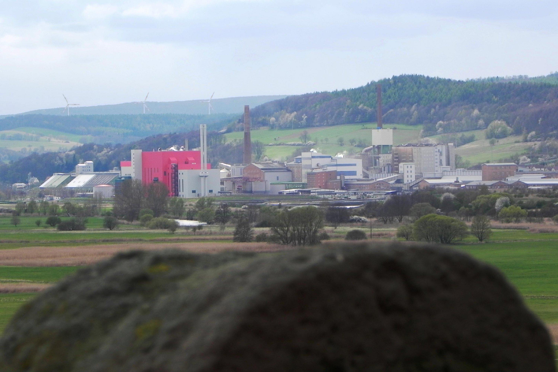 Zeitzeugen der Teilung, an der ehemaligen Grenze bei Dippach, Blick Richtung Kaliwerk Heringen