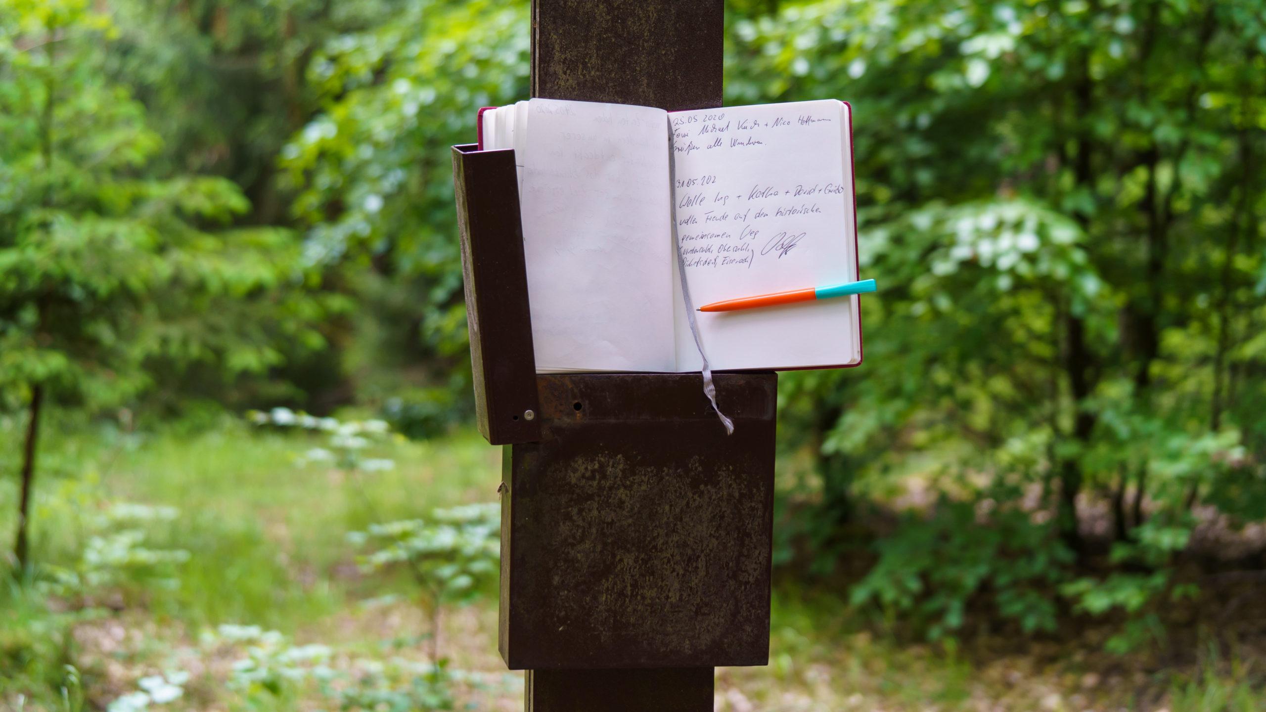Grenzweg Gerstunger Forst, Eintrag in das Gipfelbuch am Gipfelkreuz