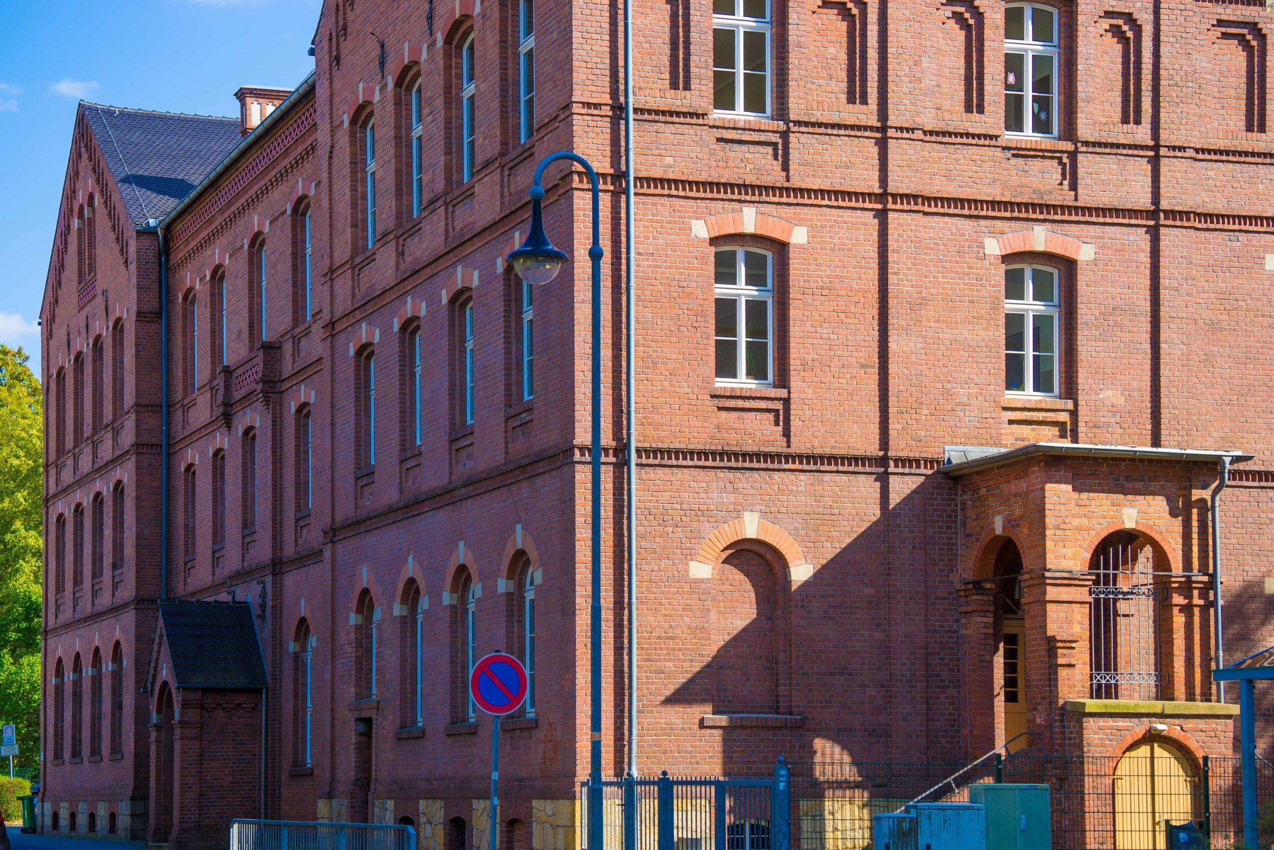 Niesky (sorbisch: Nizka), Oberlausitz, die Rote Schule