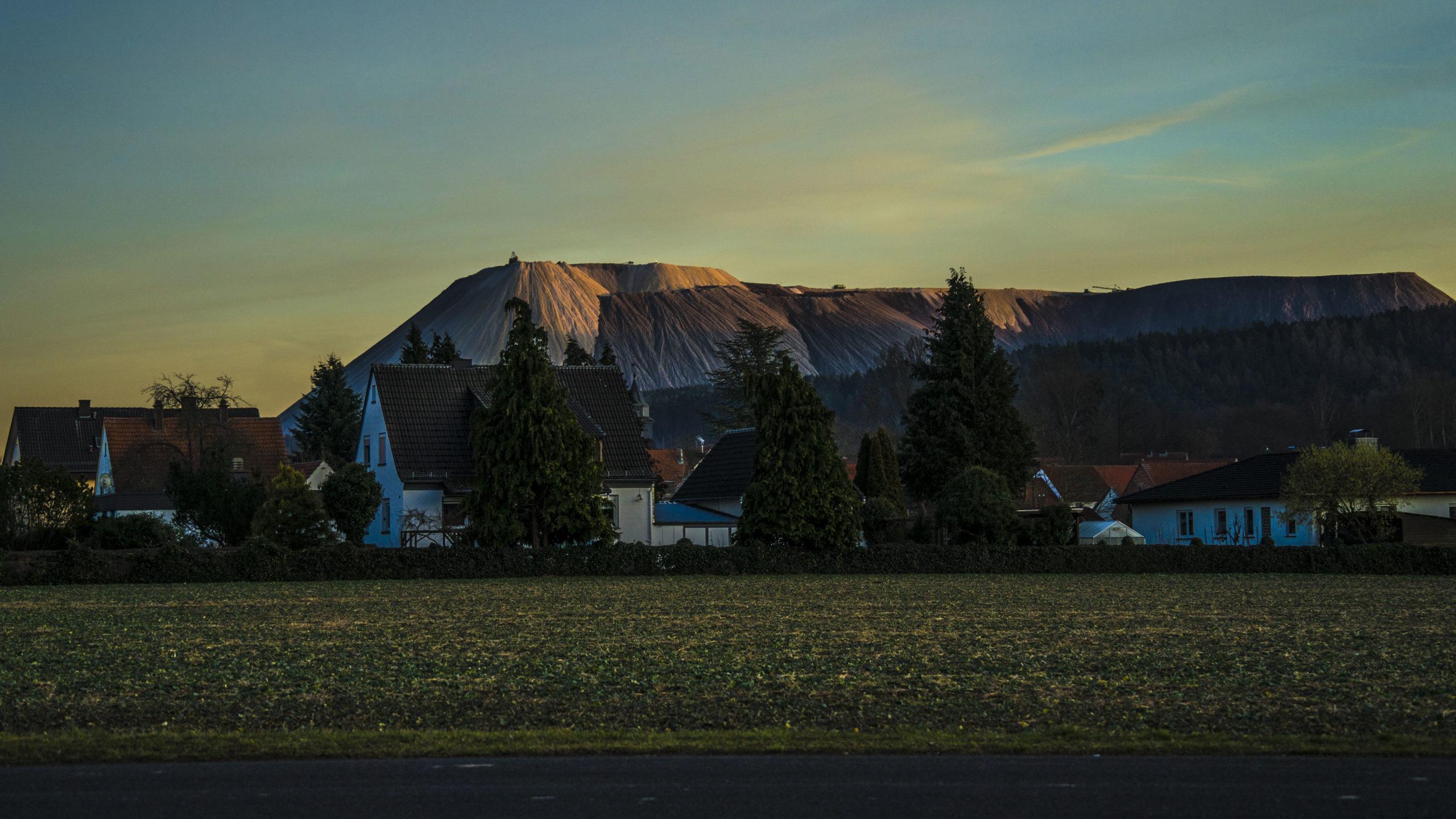 Blick von Kleinensee Richtung Monte Kali bei Heringen