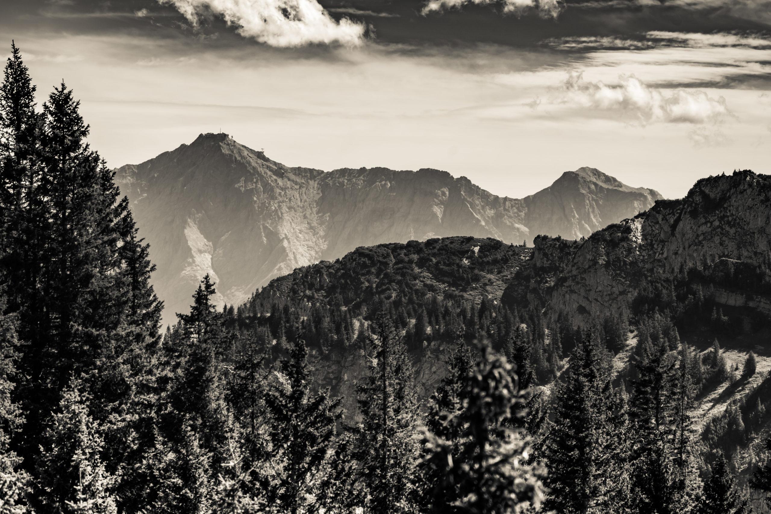 Tegelberg (Füssen) Blick zur Zugspitze (Luftlinie 30 km)
