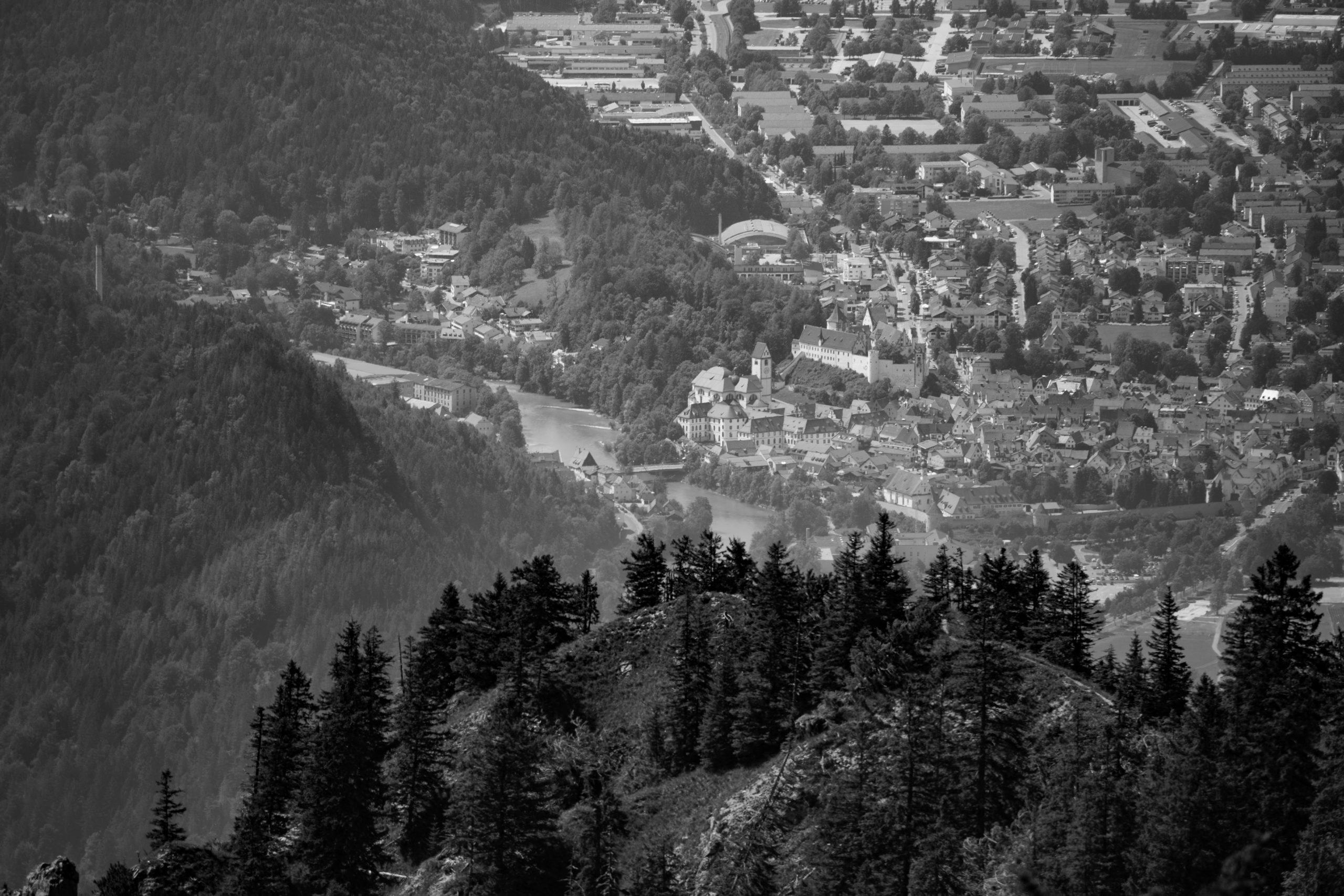 Blick vom Tegelberg auf Füssen und den Lech