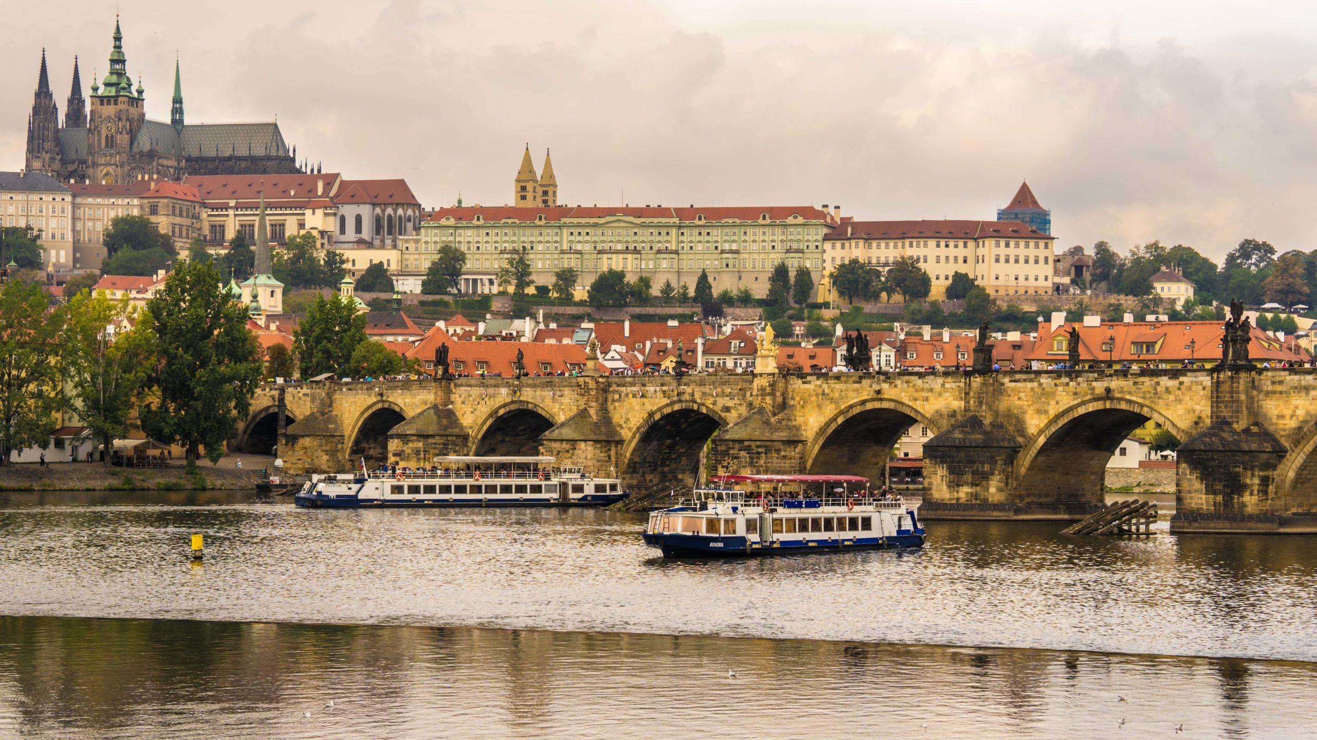 Prag, an der Moldau, Karlsbrücke, Prager Burg