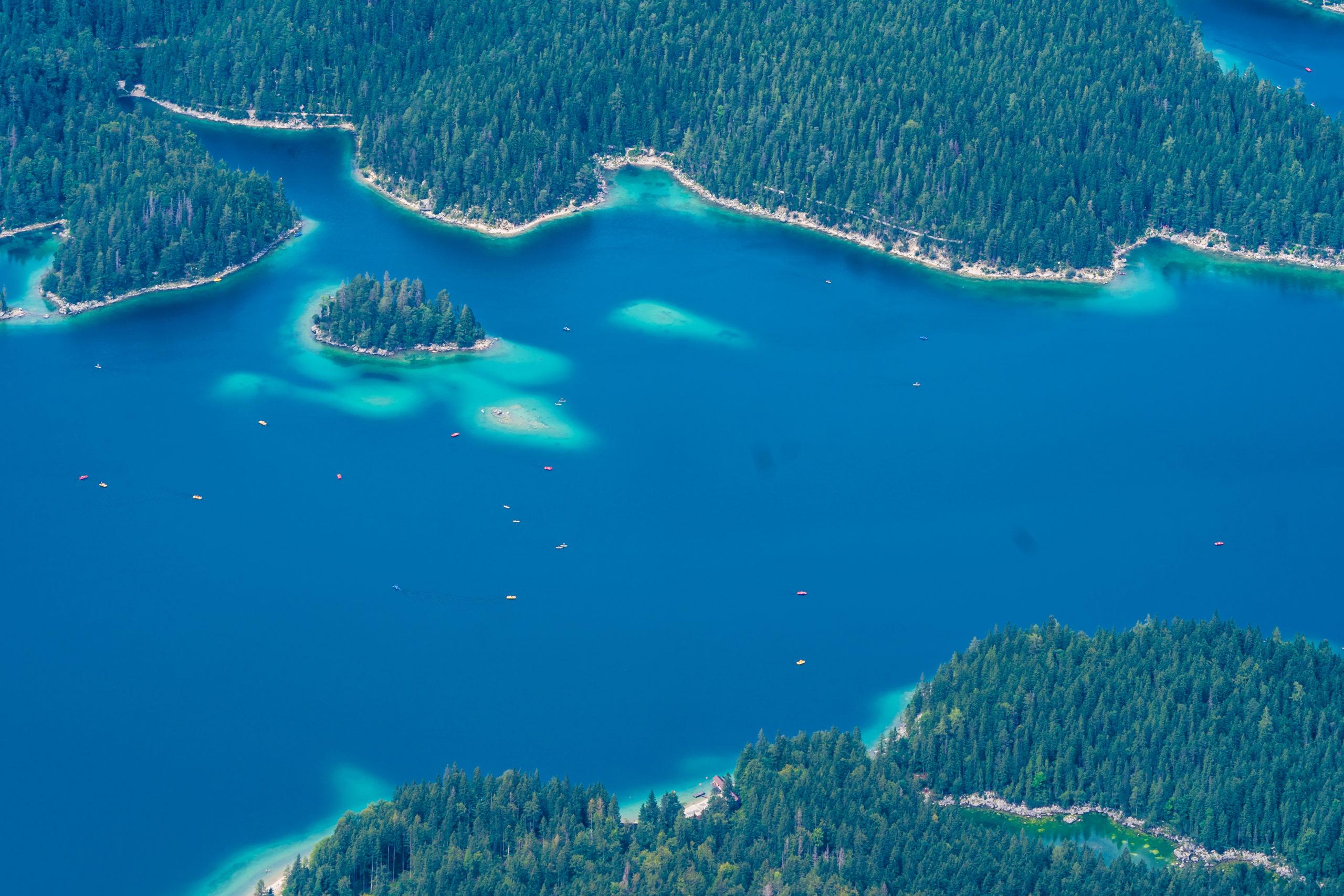 Blick von der Zugspitze-Seilbahn auf den Eibsee