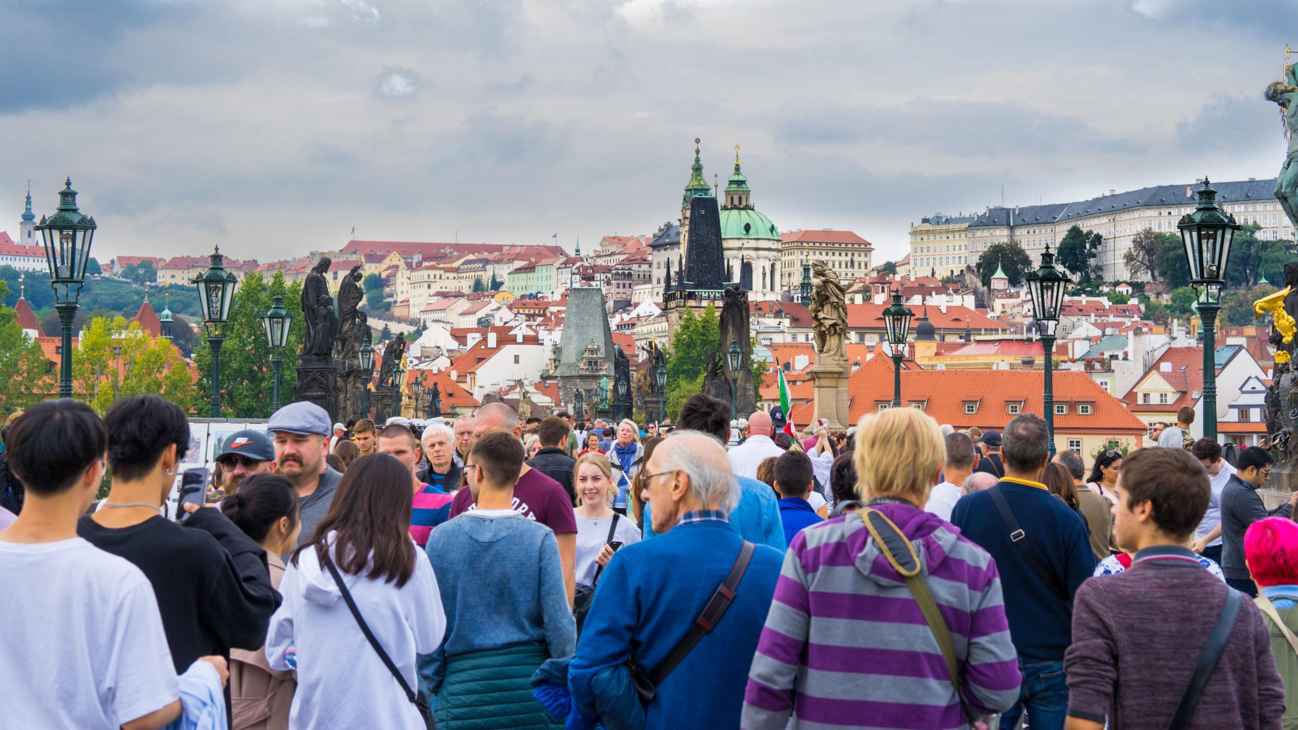 Prag, an der Moldau, auf der Karlsbrücke