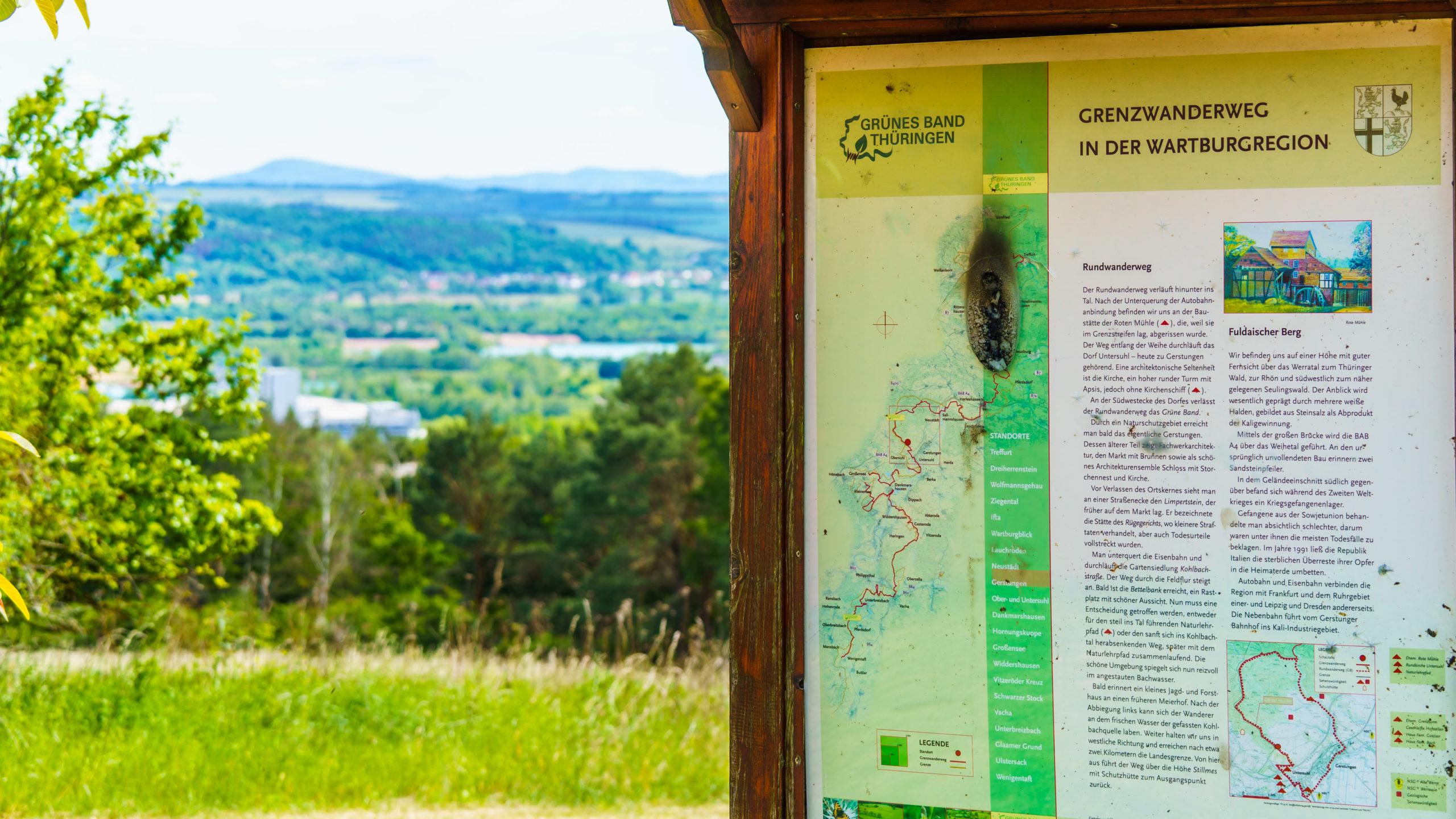 Grenzweg Gerstunger Forst, Fuldaischer Berg oberhalb Richelsdorfer Tal bei Untersuhl mit Informationspunkt