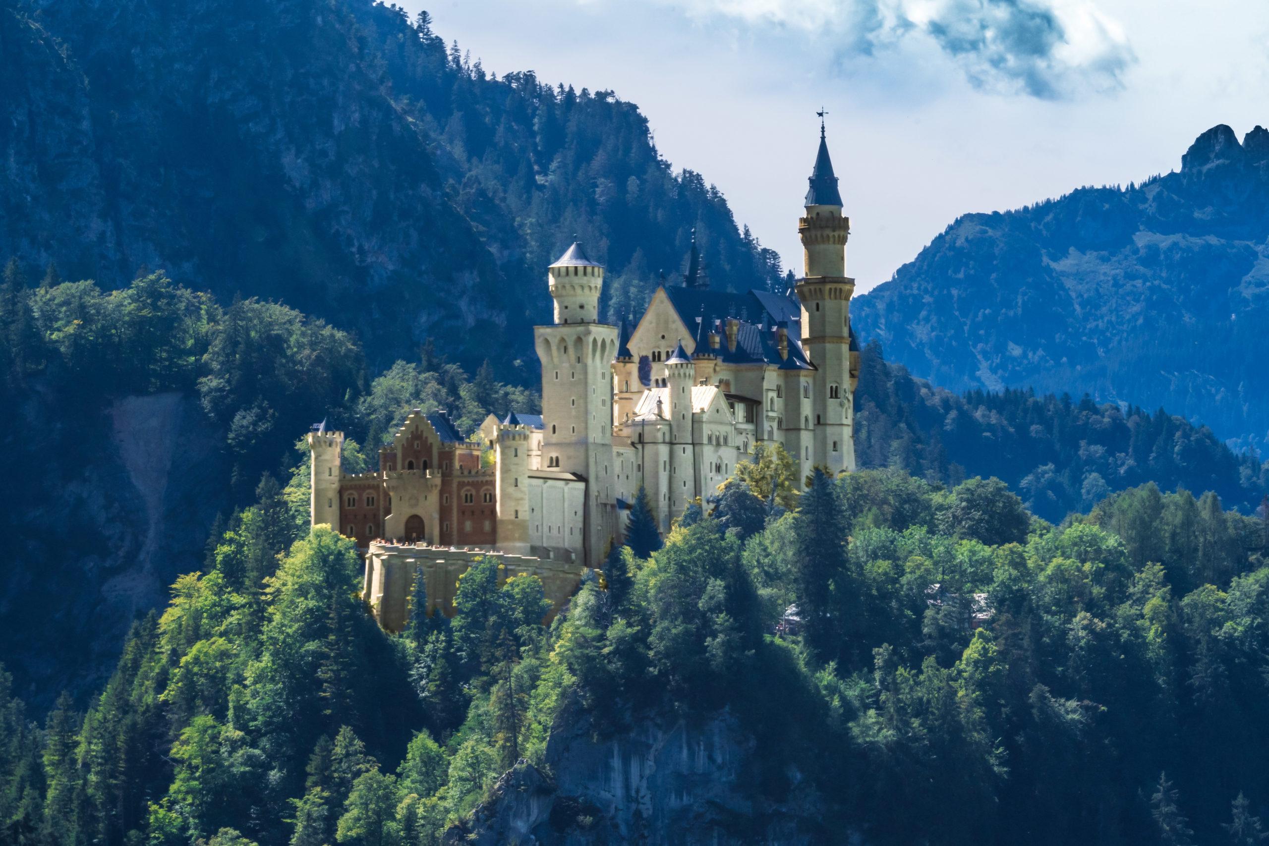 Blick am Tegelberg auf Schloss Neuschwanstein